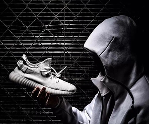 2017年全白配色adidas Originals YEEZY BOOST 350 V2上脚预览