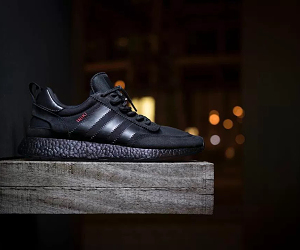 Sneakersnbonsai 打造 adidas Originals Iniki Runner 全黑定制配色