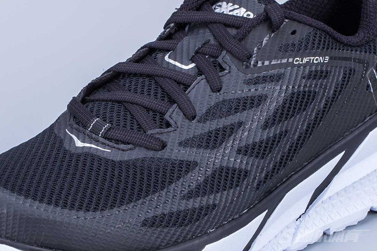 缓震王者、路跑松糕鞋——HOKA ONE ONE CLIFTON 3